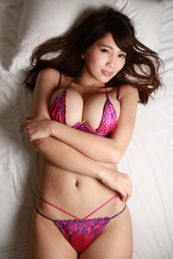 Gカップ美女!人気急上昇中の『森咲智美』の画像をまとめてみた
