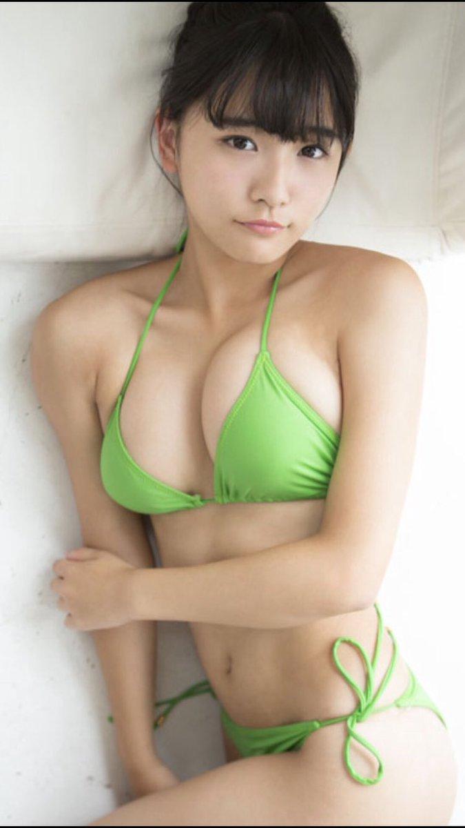 スパガ<浅川梨奈>グラビア開始から2年で真のグラビアクイーンへ !!!