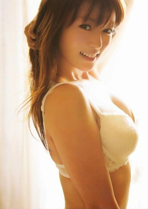 深田恭子、タンクトップ+ショーパン姿がセクシーすぎるwwwwwwwww