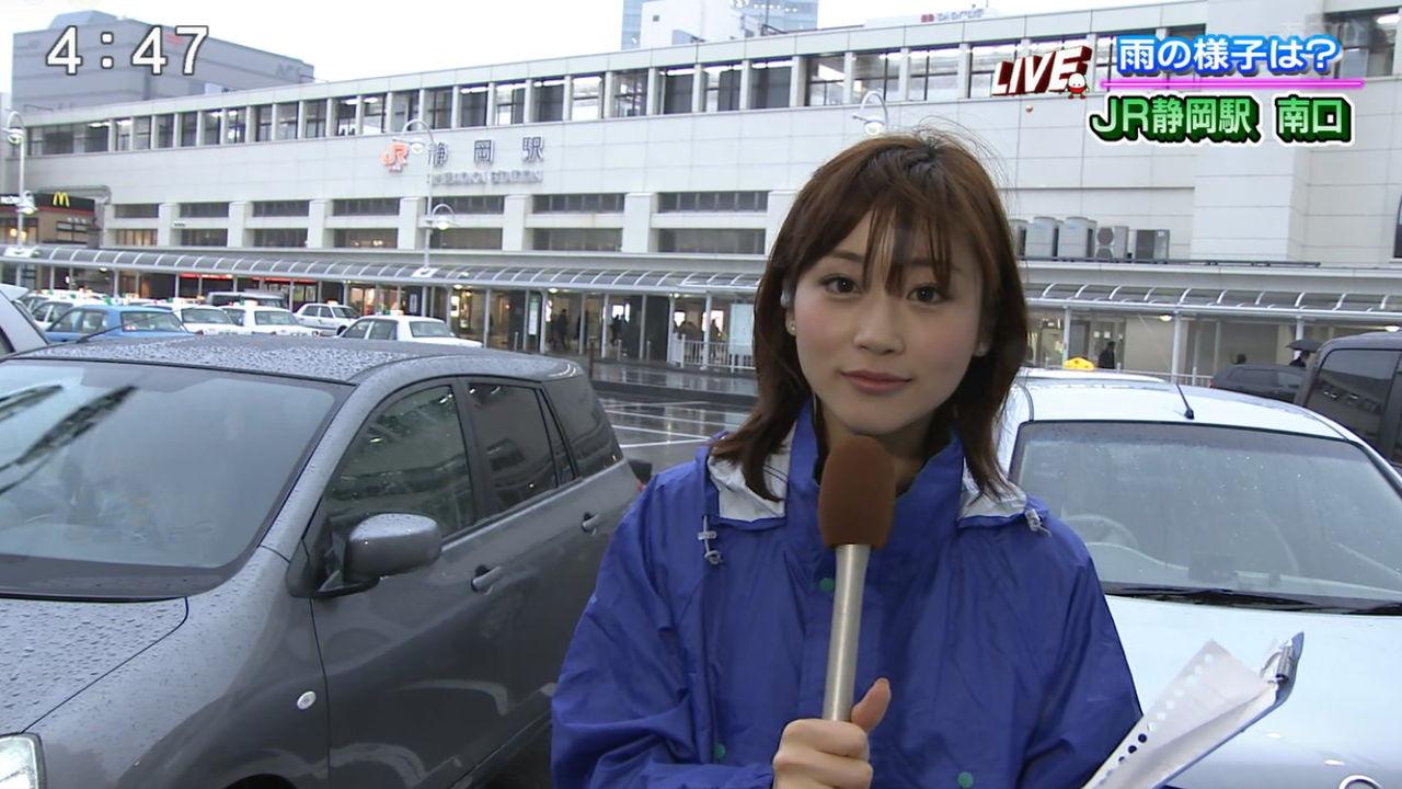 台風中継でワイシャツ透っけ透けになってる女子アナwwwwwwwww