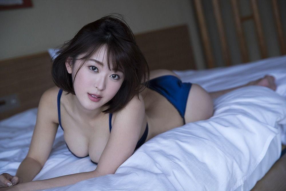 日本一いろっぽい女子大生、豊満バストが溢れそうなSEXYショット