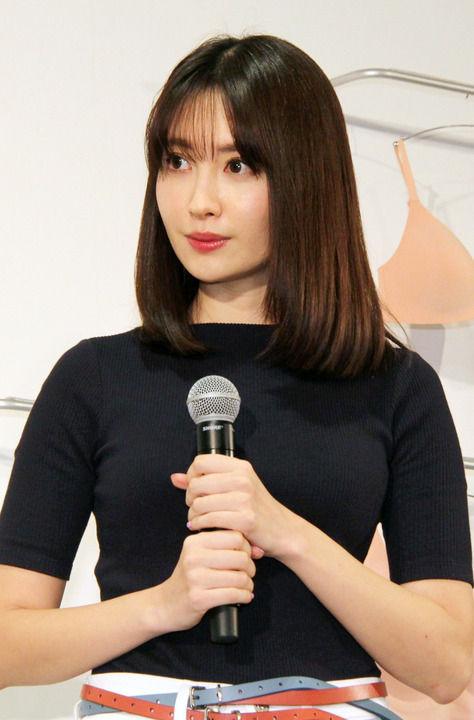【朗報】元AKB48 小嶋陽菜さんがCMで美乳を公開!!