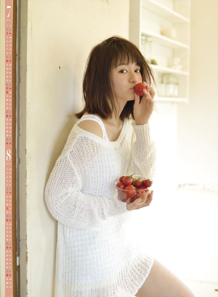 モデル 山本舞香、初写真集で初の水着ショットを披露