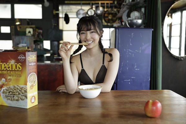 【画像】裸でカップヌードルを食べる村瀬紗英がエロッwwwww