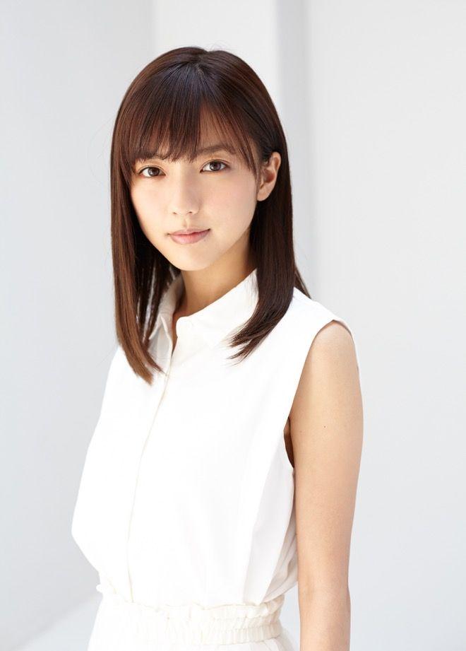 真野恵里菜(26) 新写真集で見せる寄せ乳がエロいwwwwwww