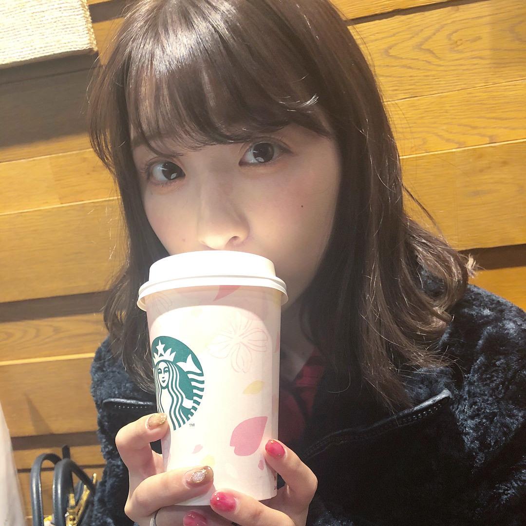 福田まろ「朝からお風呂の中で携帯いじりなからカフェラテ飲んでるなう、優雅なう」
